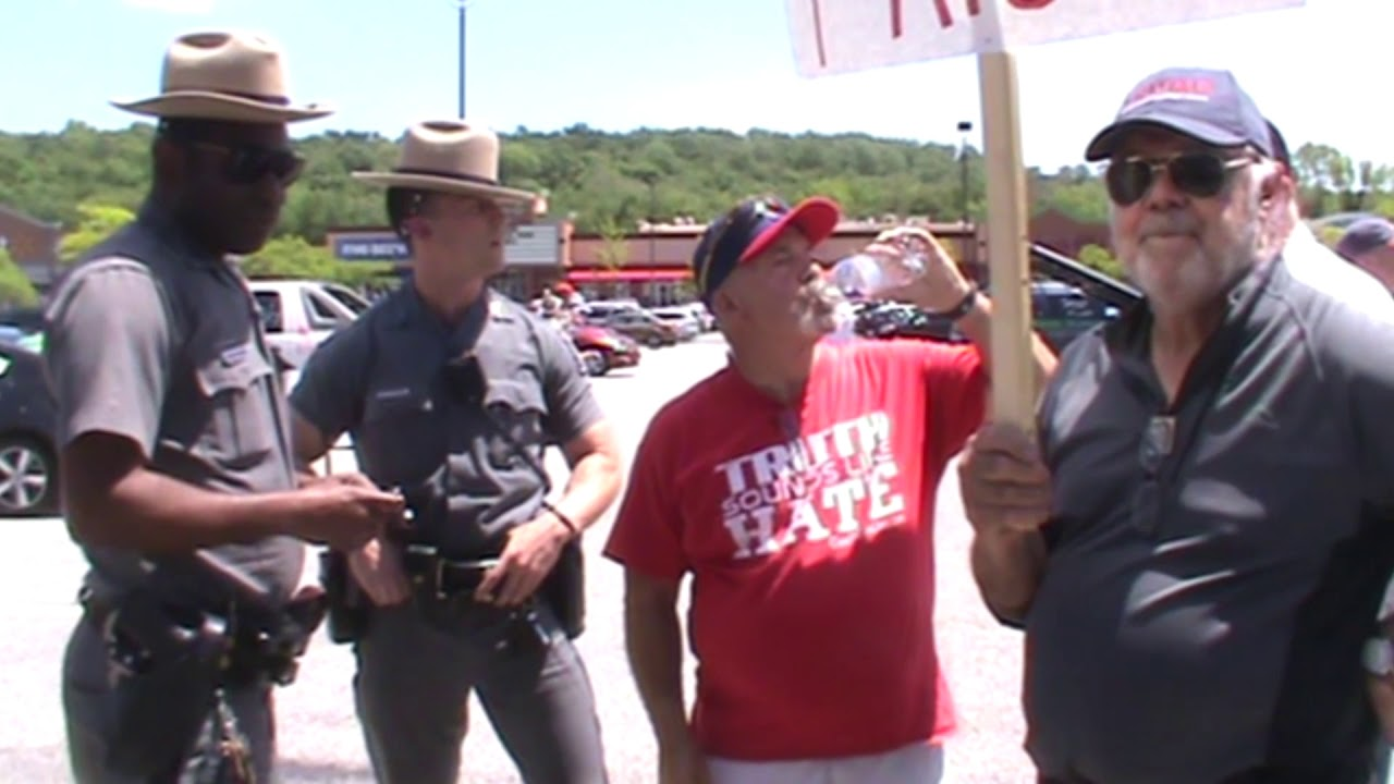 STATE POLICE TALKING WITH CHRISTIAN PATRIOTS AT WALMART!